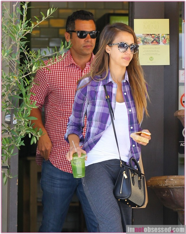 Exclusive... Jessica Alba & Cash Warren Have A Lunch Date